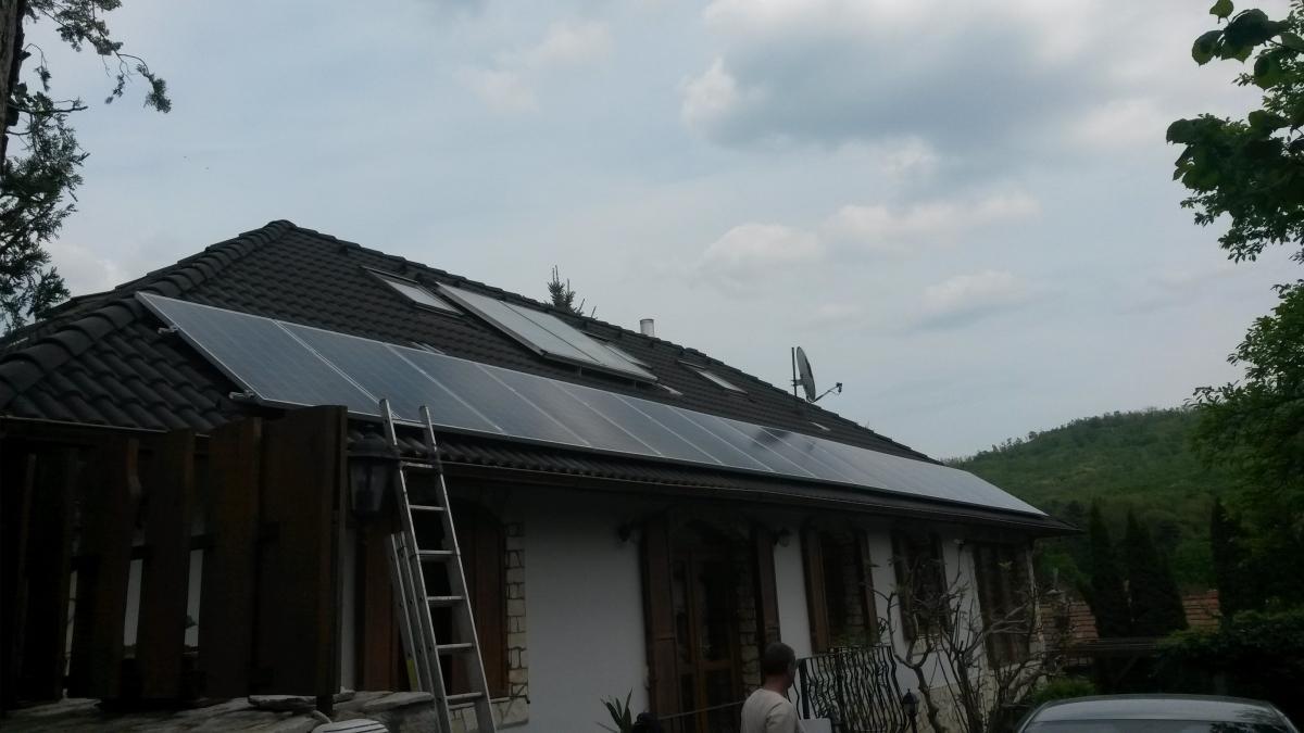 4,16 kW-os rendszer. Itt 16 db. 255W-os Bauer napelemet, és Fronius invertert helyeztünk el.