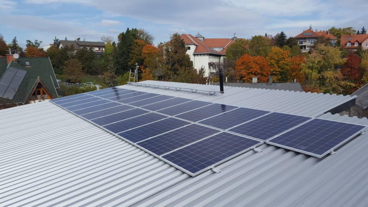 23 db 270W-os  Bauer panel, és 5,8kW-os, ABB inverter.