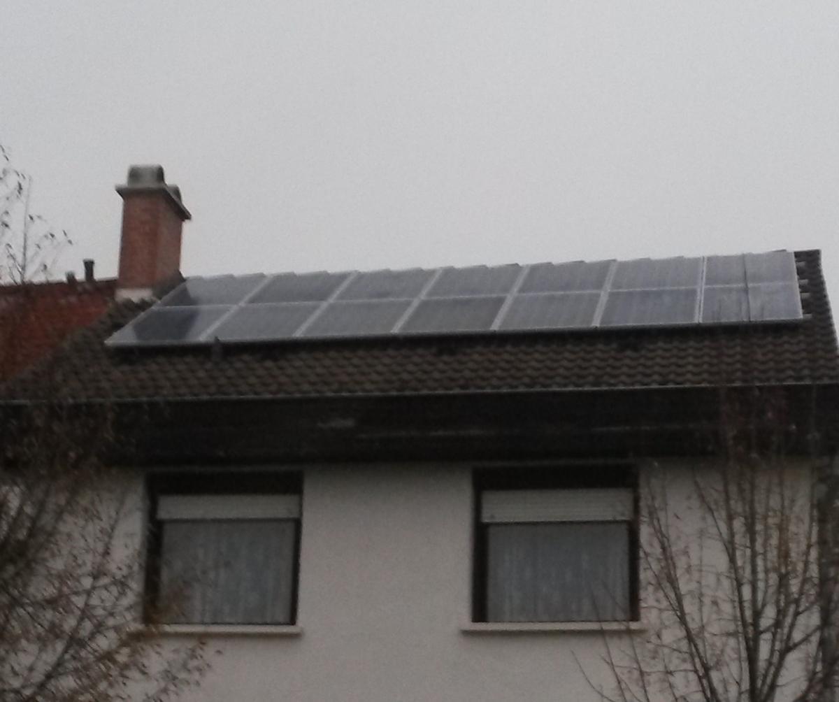 3,12 kW. 260 W-os Bauer panel és SMA inverter.