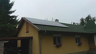 3,12 kW-os rendszer12 db 260W-os Bauer napelemet, és egy db Fronius invertert telepítettünk.