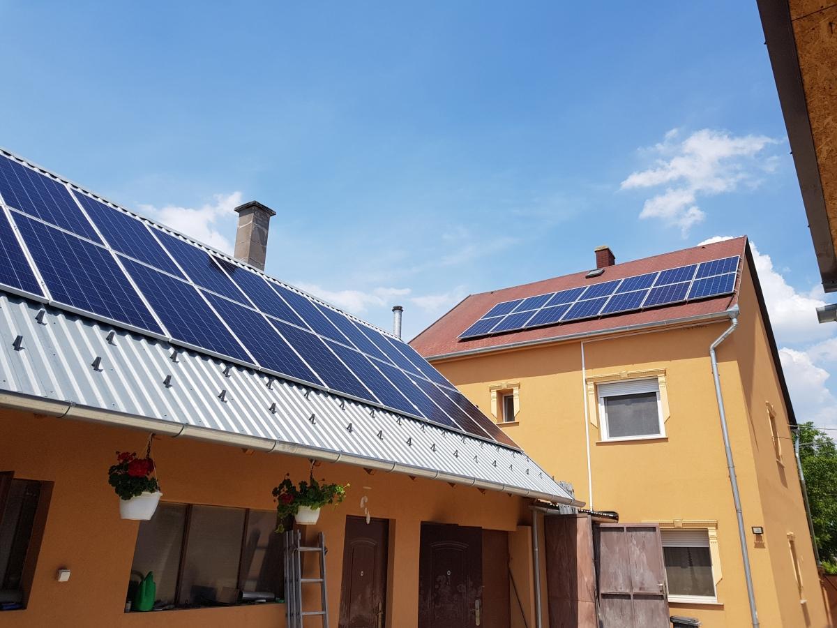 34 db Bauer 275 W-os panel, és Solaredge SE10k inverter, panelenkénti teljesítmény optimalizálással.