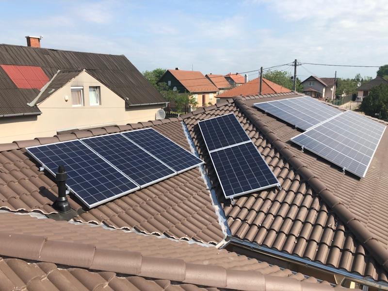 20 db Bauer 275 W-os panel, és Solaredge inverter, panelenkénti teljesítményoptimalizálással.