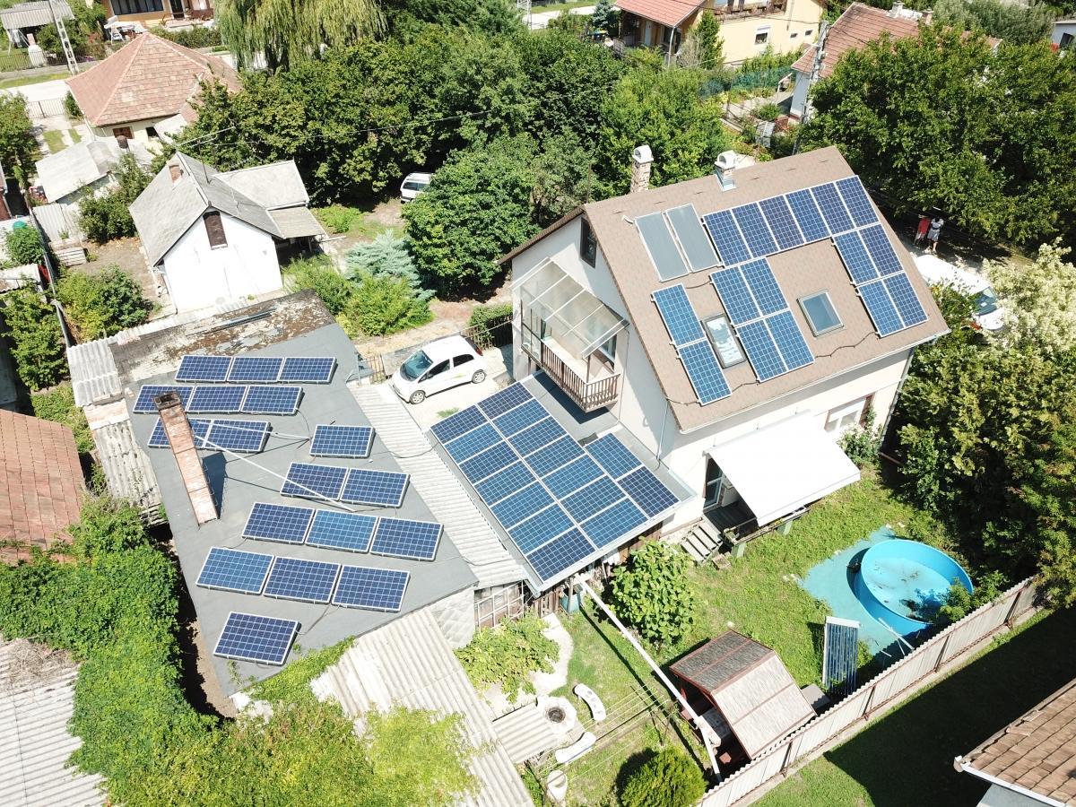 50 db Bauer 260 W-os panel, Solaredge inverterrel, és panelenkénti teljesítményoptimalizálással.Egy régebbi munkánk (kb. 2016. július végén), amiről most sikerült drónfelvételt készíteni.