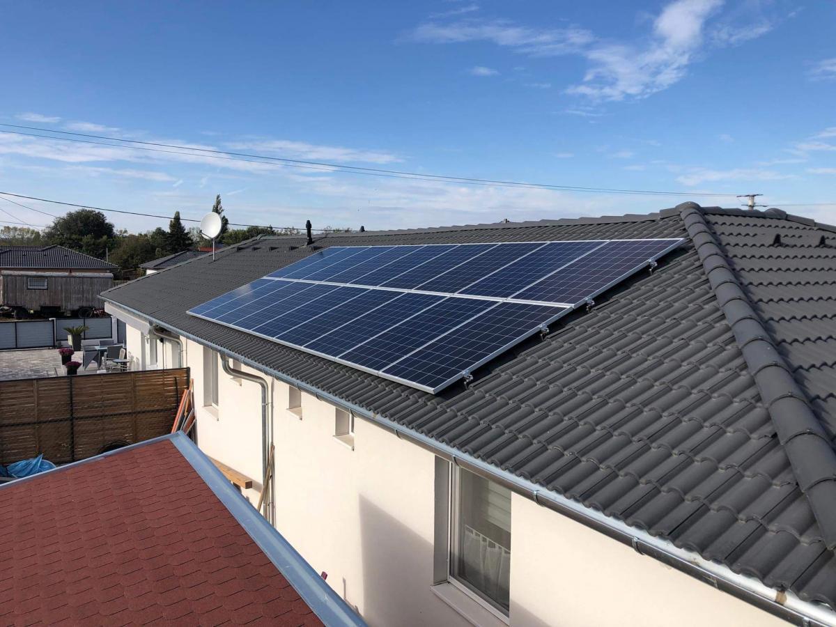 18 db Bauer panel, Solaredge inverterrel, és panelenkénti teljesítmény optimalizálással.