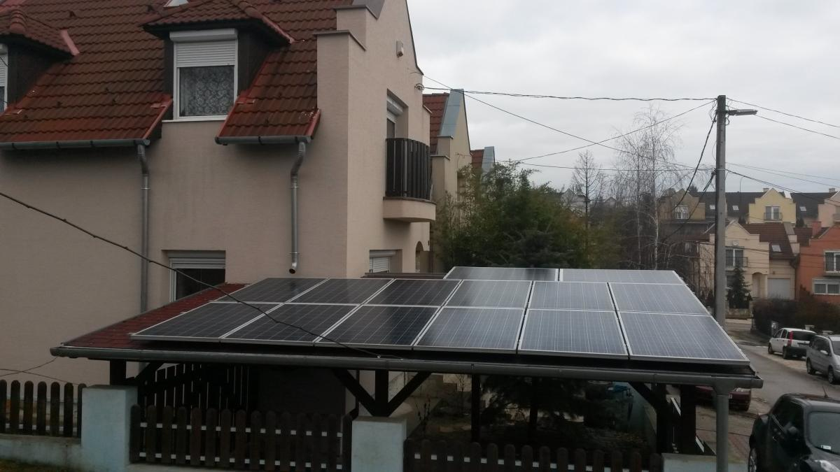 3,64 kW. Bauer napelem és Fronius inverter.Ennél az ügyfelünknél a külső szigeteléshez is, és a napelemes rendszerhez is segítség volt a 30%-os állami támogatás.