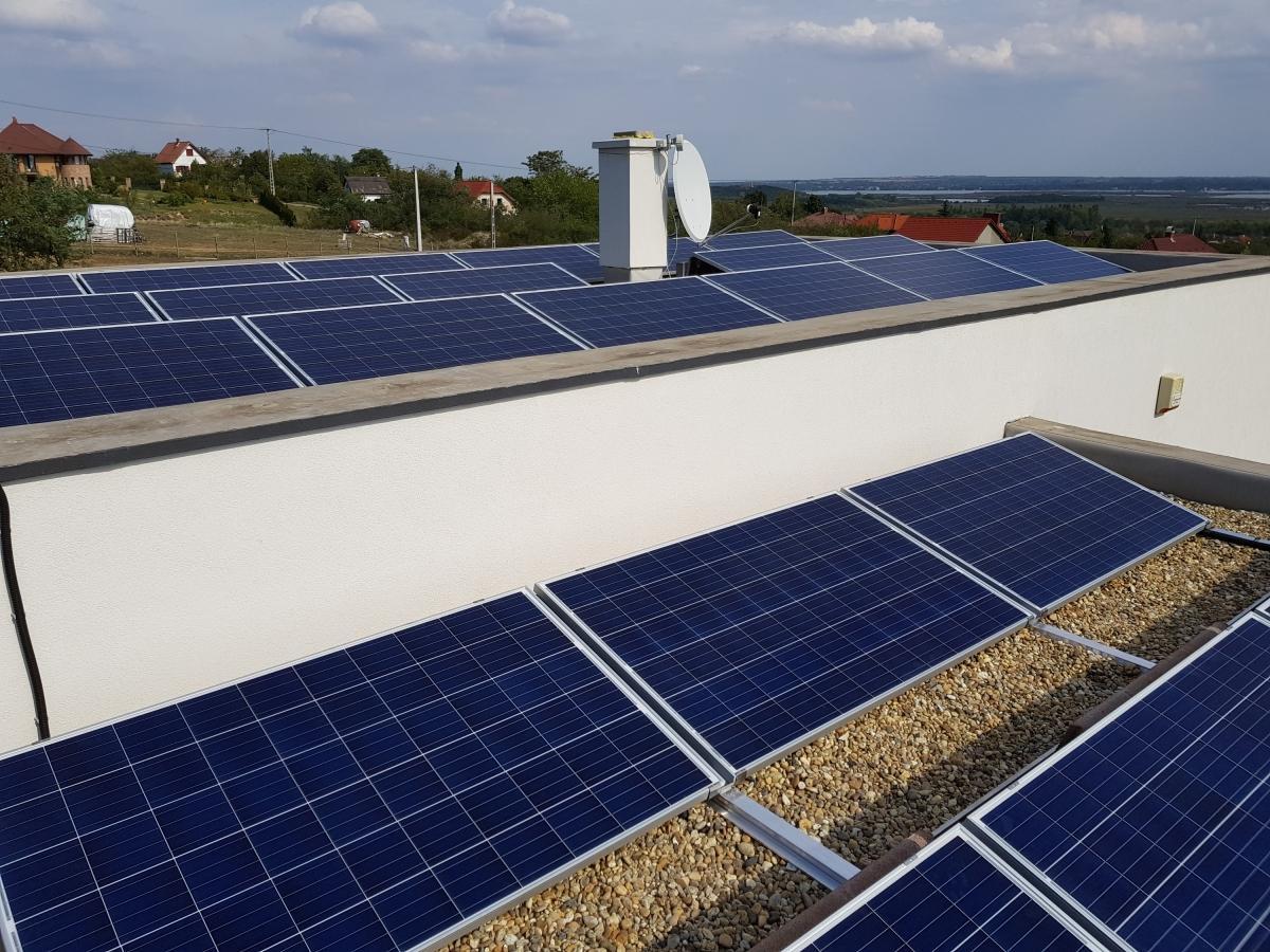 23 db 270W-os  Bauer panel, és 7kW-os, Solaredge inverter panelenkénti optimalizálással.
