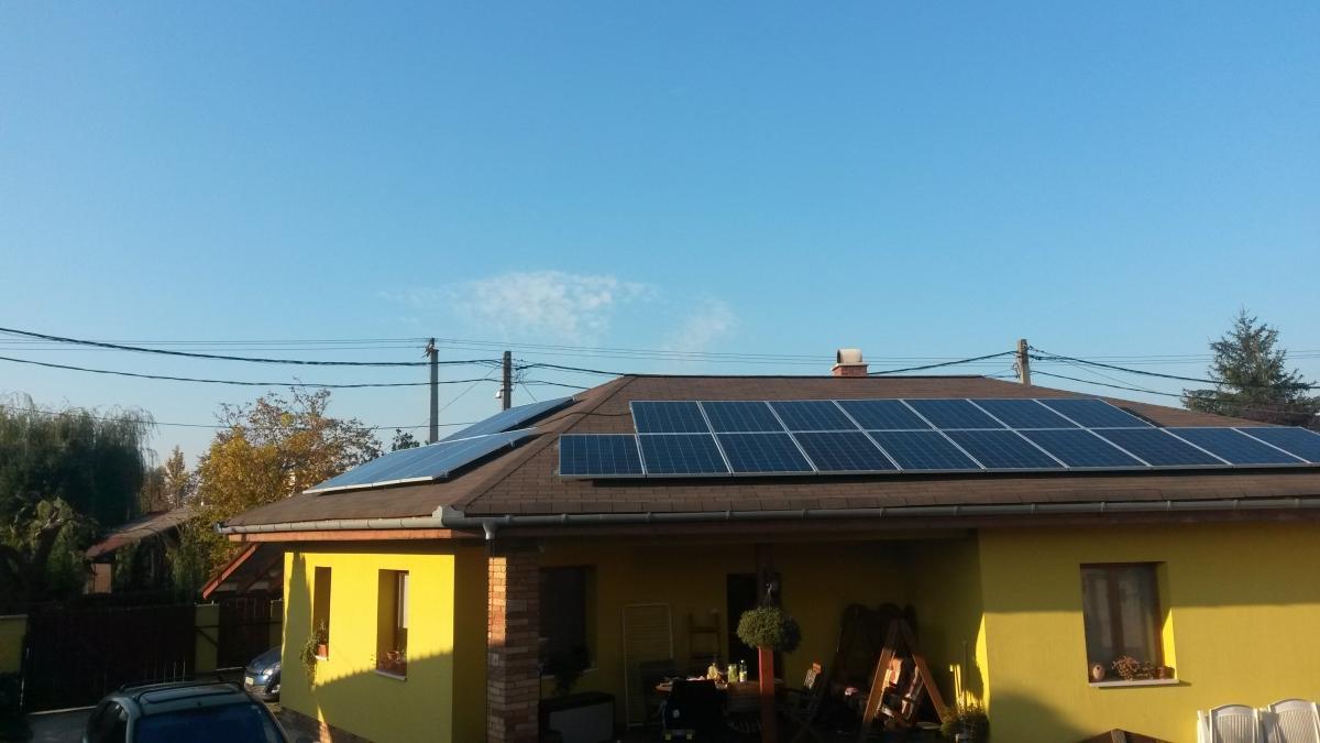 6,24 kW. 24 db Bauer panel és SMA inverter.A duplán igénybe vett állami támogatással, 4 év alatt gyakorlatilag kamatmentesen fizeti ki az ügyfelünk a napelemes rendszerét.