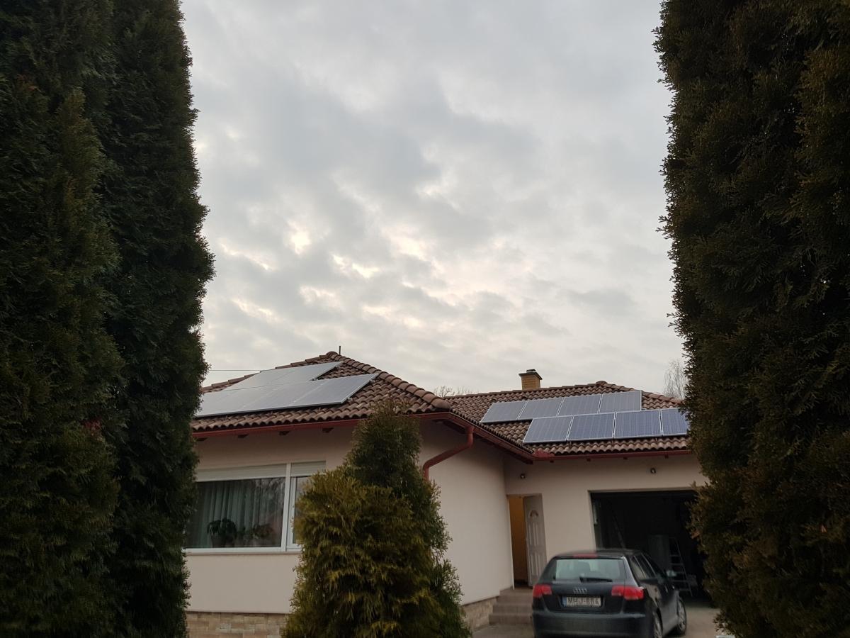 20 db 270 W-os Bauer panel, és 1 db SE7k  Solaredge inverter, panelenkénti teljesítményoptimalizálással.