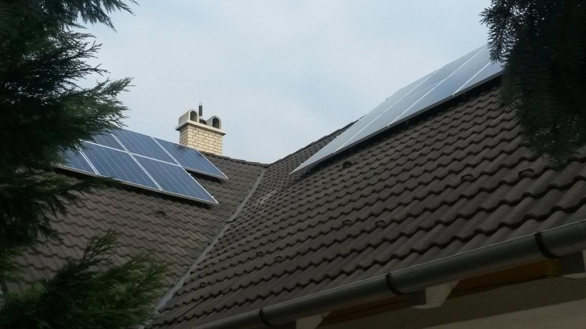 4,16 kW-os rendszer, 16 db 260 W-os Bauer panel SMA inverterrel.Itt is segítségére volt az ügyfelünknek a 30%-os állami támogatás.