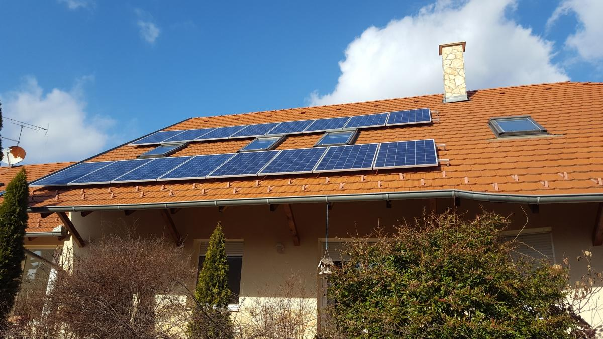 4,12 kW-os rendszer. 16 db 260W-os Bauer panel, és 1 db ABB inverter.