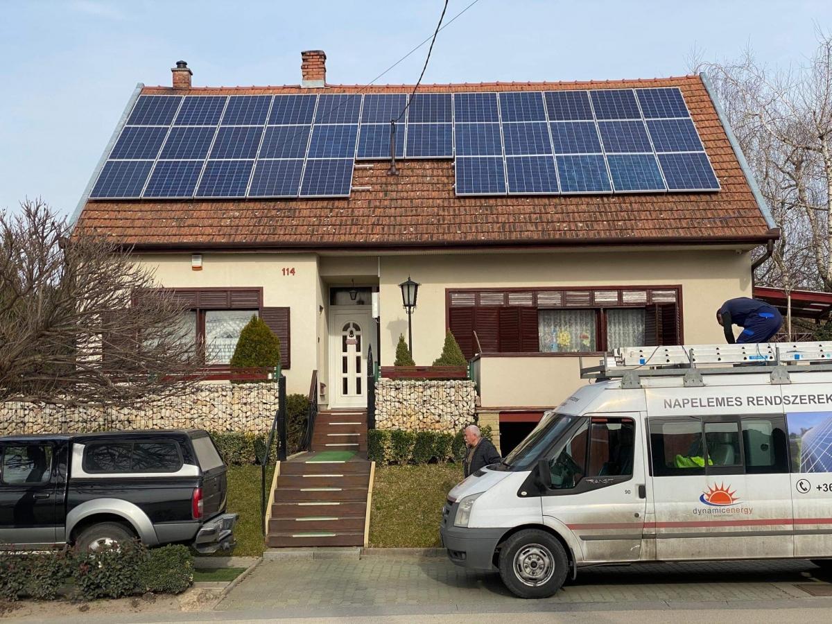 Német Bauer panelek, Solaredge inverter, panelenkénti teljesítményoptimalizálással.