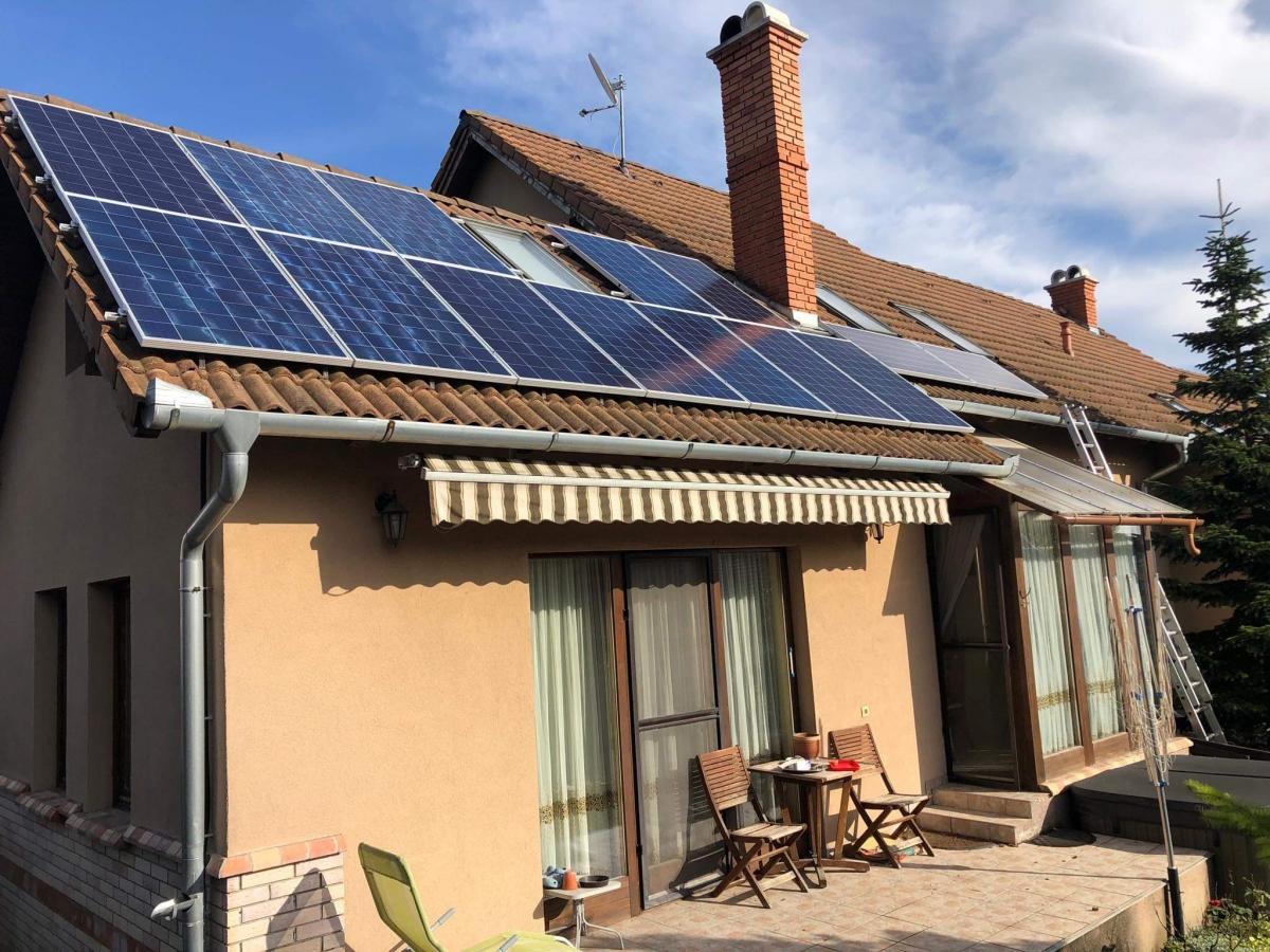 14 db Bauer panel, Solaredge inverterrel, és panelenkénti teljesítmény optimalizálással.